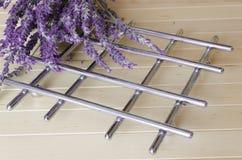 Lavendel auf hölzernem Hintergrund Lizenzfreies Stockbild