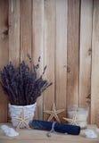 Lavendel in den Töpfen mit Starfish Stockbild