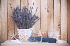 Lavendel in den Töpfen mit Starfish Lizenzfreie Stockbilder