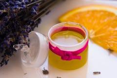 Lavendel-Druck-Balsamsatz Stockfotografie
