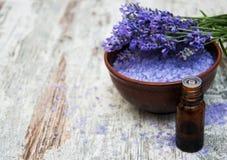 Lavendel en zout Stock Foto