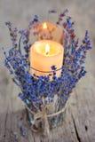 Lavendel-Kerze lizenzfreie stockfotografie