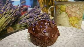 Lavendel-kleine Kuchen lizenzfreies stockfoto