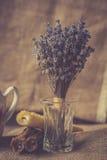 Lavendel och stearinljus Fotografering för Bildbyråer