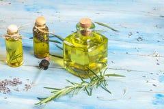 Lavendel- und Rosmarinwesensmerkmaleöle Lizenzfreies Stockfoto