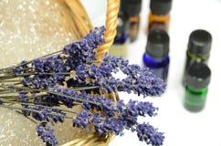 Lavendel und Schmieröle Stockfotografie