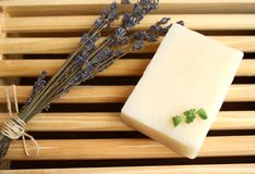 Lavendel und Seife Stockbild