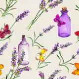 Lavendelblumen, Ölflaschen, Schmetterlinge Nahtloses Muster für Aromatherapie watercolor Lizenzfreie Stockfotos