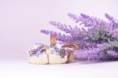 Lavendelblumen und Badekurortherzen Lizenzfreie Stockfotos