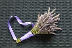 Lavendelbukett på en texturerad bakgrund Royaltyfri Foto