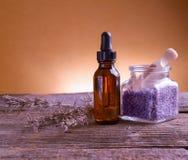 Lavendeletherische olie royalty-vrije stock afbeeldingen