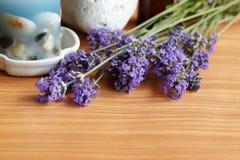 Lavendelkraut und -bad Stockfotografie