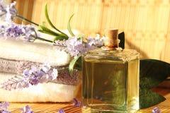Lavendelolja med handdukar Royaltyfria Foton