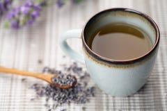 Lavendeltee lizenzfreie stockfotografie