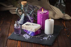 Lavendelzeep en overzees zout Stock Foto's