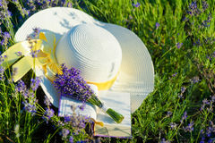 Lavender bunch and straw hat Royalty Free Stock Photos