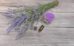 Lavender and sea salt on old boards Photographie stock libre de droits