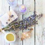 Lavender spa θέστε με το σαπούνι, lavender τα λουλούδια, το άλας και το έλαιο Στοκ φωτογραφία με δικαίωμα ελεύθερης χρήσης