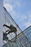 Laveurs de vitres sur l'immeuble de bureaux, photo prise 20 05 2014 Photo libre de droits