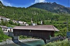 Lavin-Brücke über dem Fluss Gasthaus Stockfotos