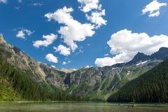Lavin sjö, stor himmel Arkivfoton