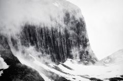 lavinavbrottslocket l5At vara berg det klar höger kupa skinna lutningssnowtoppmötet till överkanten Royaltyfria Bilder