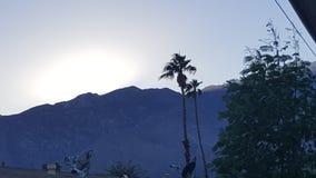 lavinavbrottslocket l5At vara berg det klar höger kupa skinna lutningssnowtoppmötet till överkanten Royaltyfri Bild