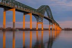 Laviolette bro på solnedgången nära Trois Rivieres, Quebec Arkivfoto