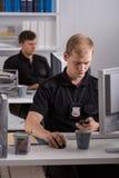 Lavorando al commissariato di polizia Fotografia Stock Libera da Diritti