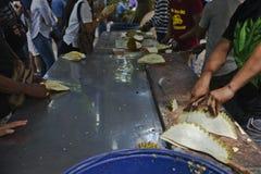 Lavorando al Durian fotografia stock