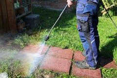 Lavorando con il pulitore ad alta pressione Fotografia Stock Libera da Diritti