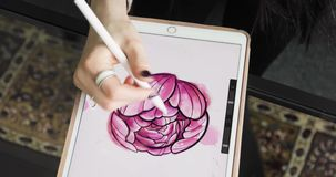 Lavorando con l'esposizione interattiva della penna, la compressa di disegno digitale e la penna Fine in su archivi video