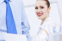 Lavorando nell'associazione Immagine Stock
