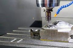 Lavorare in bianco del metallo industriale alla macchina di CNC di alta precisione Fotografie Stock