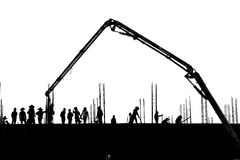 Lavorare di lavoro della siluetta alla costruzione Immagini Stock Libere da Diritti