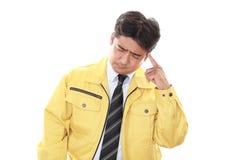 Lavoratore asiatico stanco immagine stock