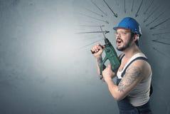 Lavoratore che sta con lo strumento Fotografia Stock Libera da Diritti