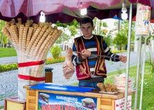 Lavoratore del gelato in Turchia Fotografia Stock Libera da Diritti