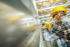 Lavoratore dell'appaltatore della struttura d'acciaio immagini stock libere da diritti