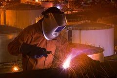 Lavoratore dell'industria con le attrezzature di sicurezza e la maschera protettiva Fotografia Stock Libera da Diritti
