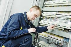 Lavoratore dell'ingegnere dell'elettricista fotografie stock