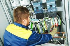 Lavoratore dell'ingegnere dell'elettricista fotografia stock libera da diritti