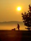 Lavoratore di golf di mattina Fotografia Stock Libera da Diritti