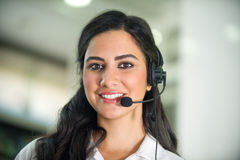 Lavoratore di servizio di assistenza al cliente, operatore con la cuffia avricolare fotografie stock