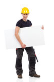 Lavoratore manuale che porta baner in bianco sotto il suo braccio Fotografie Stock