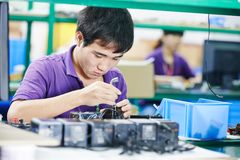 Lavoratore maschio cinese a fabbricazione fotografia stock libera da diritti
