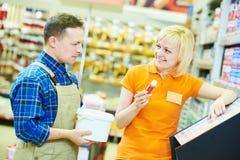 Lavoratore o compratore del deposito di Hardwarer Immagini Stock