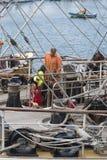Lavoratori alti di manutenzione della piattaforma della nave Immagini Stock Libere da Diritti
