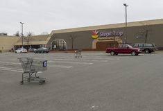 Lavoratori che colpiscono fuori della fermata & del negozio in Middletown, Connecticut fotografia stock
