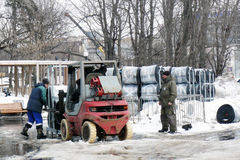 Lavoratori che rimuovono la via da neve Fotografia Stock